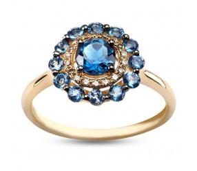 Staviori Pierścionek. 18 Diamentów, szlif achtkant, masa 0,07 ct., barwa J, czystość SI1-I1. 13 Topazów błękitnych, masa 1,10 ct.. Żółte Złoto 0,585. Szerokość obrączki ok. 2 mm. Średnica korony ok. 16 mm.