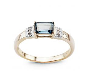 Staviori Pierścionek. 1 Topaz London Blue, masa 0,67 ct.. 6 Diamentów, szlif achtkant, masa 0,02 ct., barwa J, czystość I1-I2. Żółte Złoto 0,585. Wymiary kamieni ok. 6x4 mm.