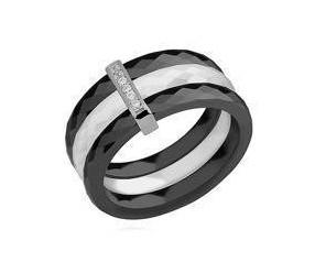 Potrójny pierścionek ceramiczny czarny i biały ze srebrnym (pr. 925) elementem - prostokąt z cyrkoniami