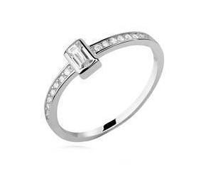 Srebrny pr.925 delikatny pierścionek z prostokątną cyrkonią