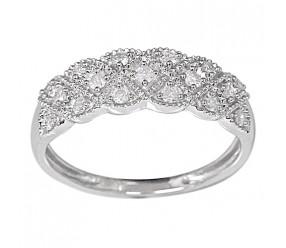 Staviori Pierścionek. 17 Diamentów, szlif brylantowy, masa 0,26 ct., barwa H, czystość I1. Białe Złoto 0,585. Szerokość 6,5 mm.