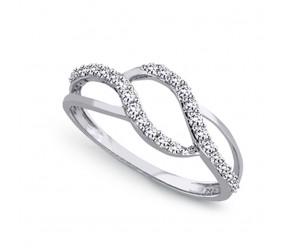 Staviori Pierścionek. 26 Diamentów, szlif brylantowy, masa 0,26 ct., barwa H, czystość SI2. Białe Złoto 0,585. Szerokość 5 mm.