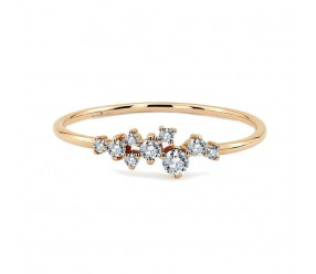 Staviori Pierścionek. 9 Diamentów, szlif brylantowy, masa 0,20 ct., barwa H, czystość SI1-SI2. Żółte Złoto 0,585. Korona 21x4 mm. Szerokość obrączki ok. 1,2 mm.